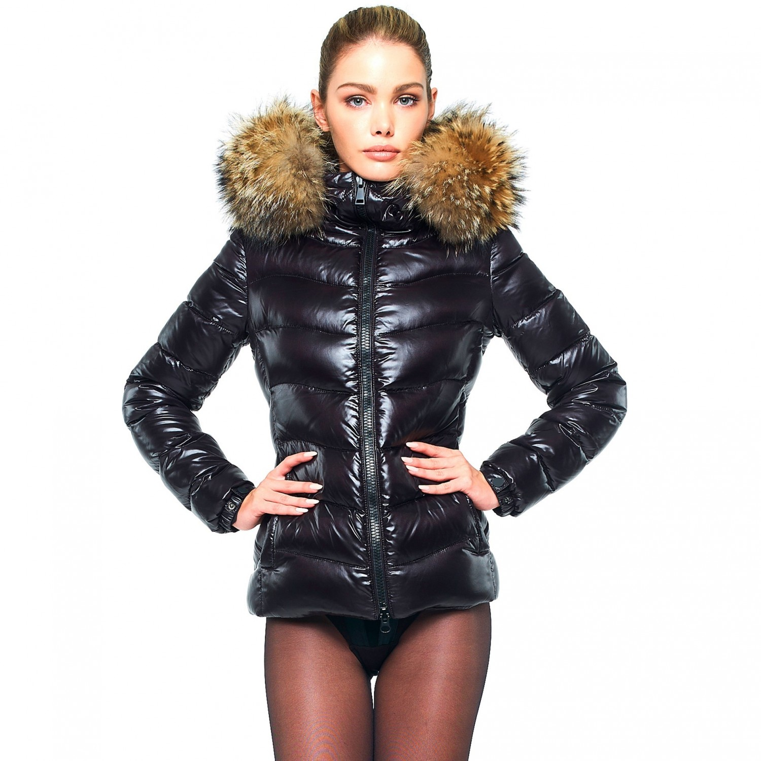 Woman Puffer Jacket with Fur Hood