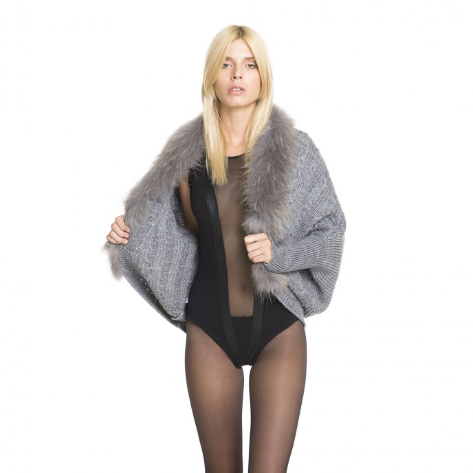 Cardigan with fur collar in black